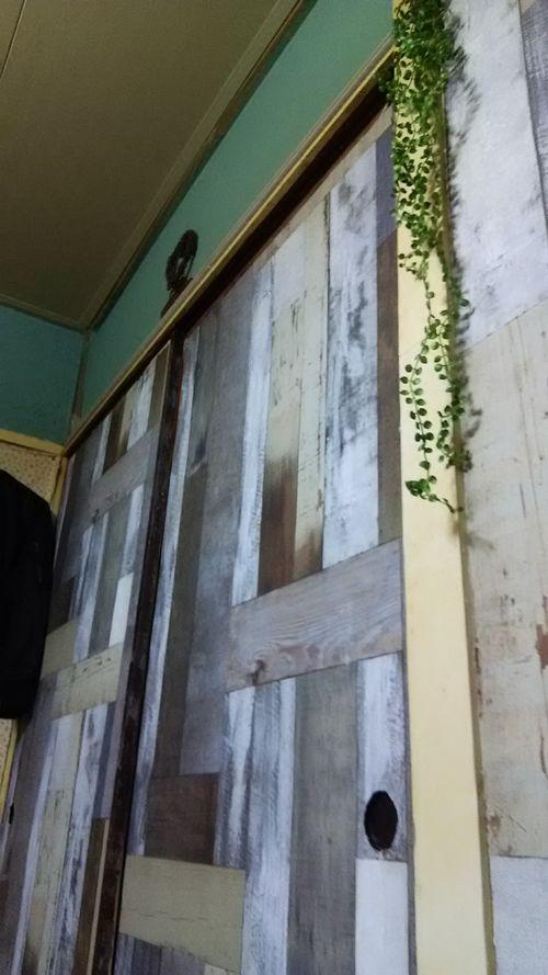 ふすまの枠にセリアの木目シートがぴったりだった件